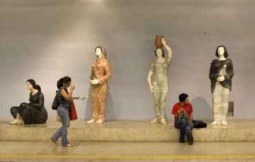 Travellers waiting at a Lisbon subway.