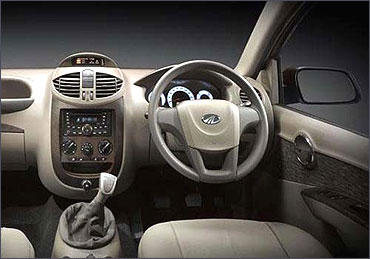 Dashboard of Mahindra Xylo.