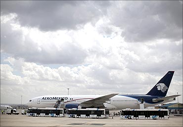 Passengers disembark from an Aeromexico Boeing 777.