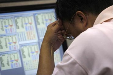 Slump a panic reaction, stocks will bounce back: Experts