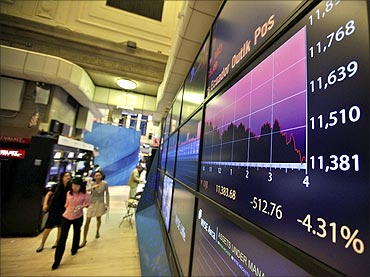 Slump is knee-jerk reaction, stocks will bounce back: Experts