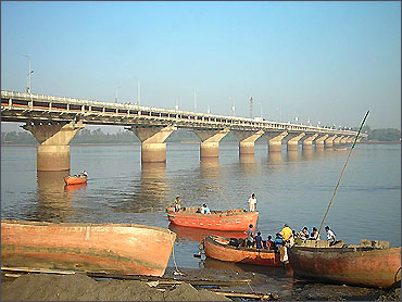 Magdalla Bridge over Tapi River, part of NH6.