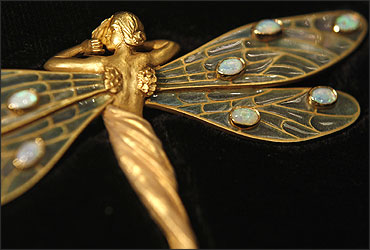 An art nouveau Spanish brooch from the 1910's, made from 18-carat gold and set with opals.
