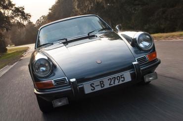 Slate-grey 1970 Porsche 911s.