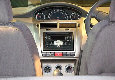 Tata Indica Vista front AC controls.