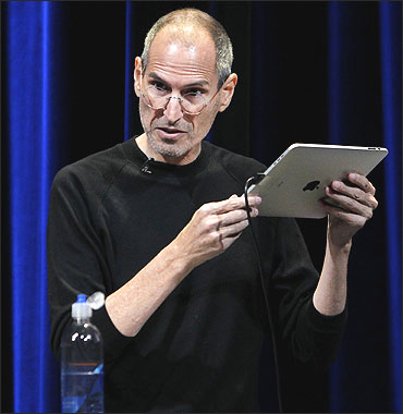 Steve Jobs uses an iPad to run Apple TV at Apple's music-themed September event in San Francisco.