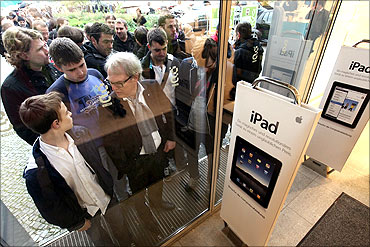 http://im.rediff.com/money/2011/aug/25tech22.jpg