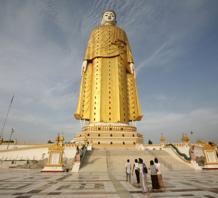 The giant standing Buddha in Monywa, about 136 km northwest of Mandalay.