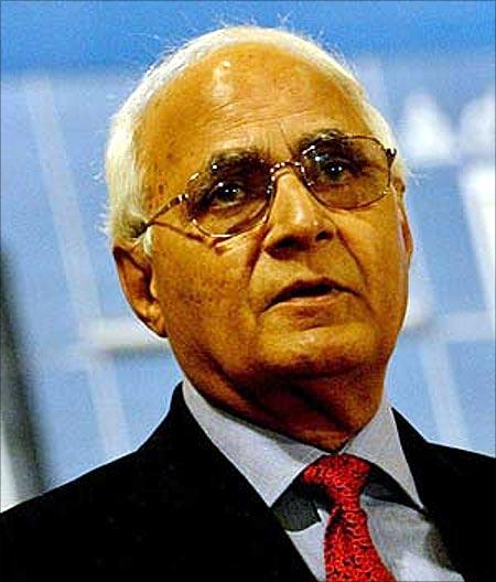 K P Singh, DLF chairman