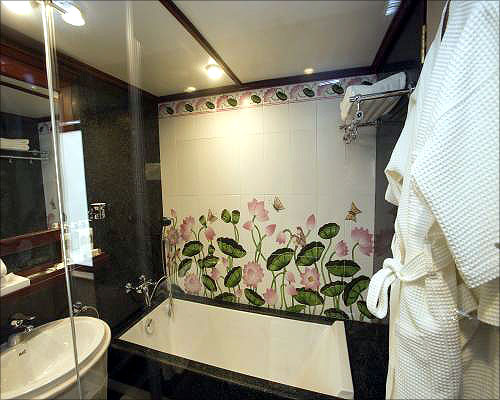 A bathroom in the presidential suite.