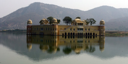 A view of the Jal Mahal in Jaipur.