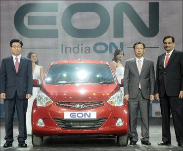 (From L to R) S T Kim, COO, HMC, along with H W Park, CEO, HMIL, and Arvind Saxena, director marketing and sales, HMIL at the global premier of Hyundai EON.