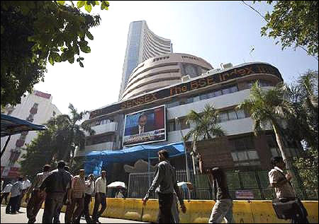 Markets slump on weak global cues