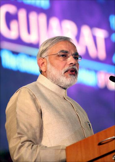 Ratan Tata calls on Narendra Modi along with Cyrus Mistry