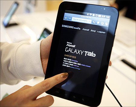 An employee of Samsung Electronics demonstrates Samsung's Galaxy Tab.
