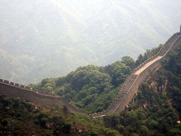 China's wealthy building 'great walls' for safety