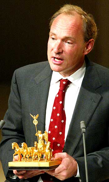 Timothy Berners-Lee holds the Quadriga prize.