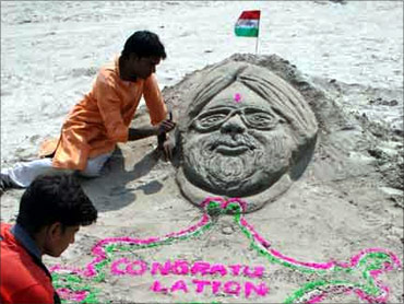 A sand sculpture of Manmohan Singh.