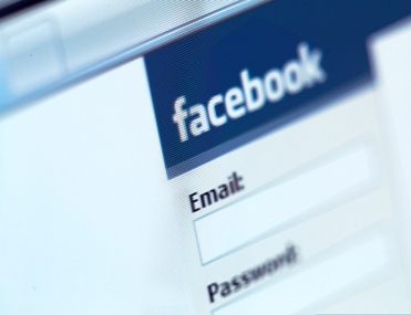 Facebook mulls $1-bn staff share sale