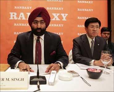 Malvinder Singh (left), ex-CEO of Ranbaxy, and Takashi Shoda, president and CEO of Daiichi Sankyo.