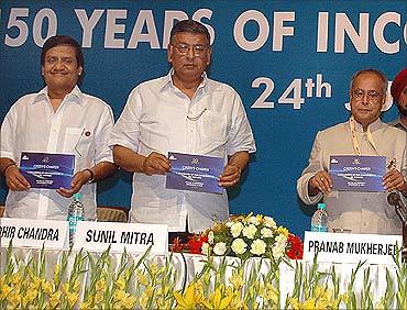 CBDT Chairman Sudhir Chandra (L), Sunil Mitra and Pranab Mukherjee.