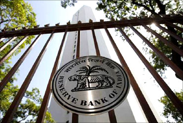 RBI is fighting inflation alone