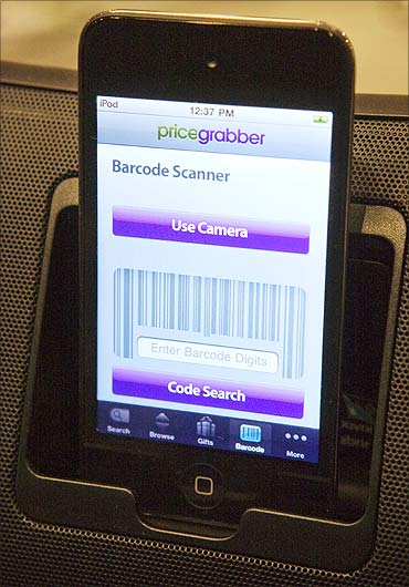 An iPod with a PriceGrabber mobile application is set on display.