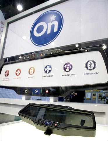 A General Motors OnStar rear-view mirror is displayed.