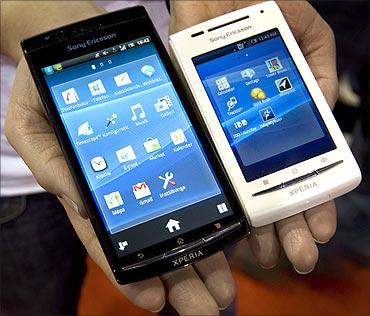 Sony Ericsson smartphones, Xperia Arc (L) and XperiaX8.