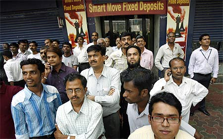 Sensex fall: Rs 500,000 crore lost in 5 days!