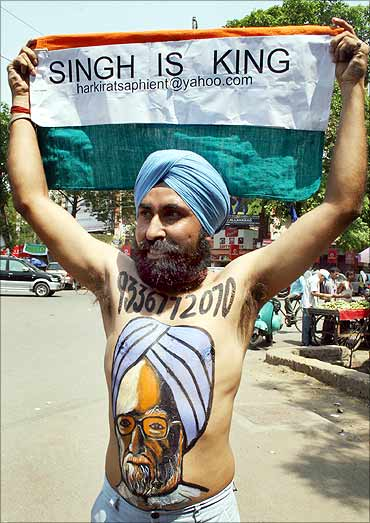 A supporter of the Congress party has Prime Minister Manmohan Singh's face painted.