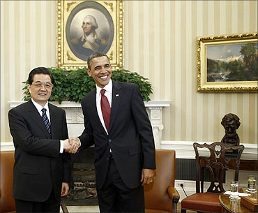 China's President Hu Jintao and President Barack Obama shake hands in the Oval Office.