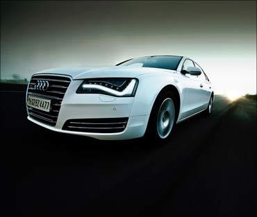 Audi A8L.