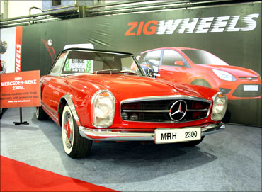 Mercedes Benz 230 SL.