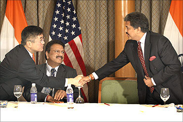 U.S. Secretary of Commerce Gary Locke (L) shake hands with Anand Mahindra during a meeting between U.S. President Barack Obama and other entrepreneurs in Mumbai, India, November 6, 2010.