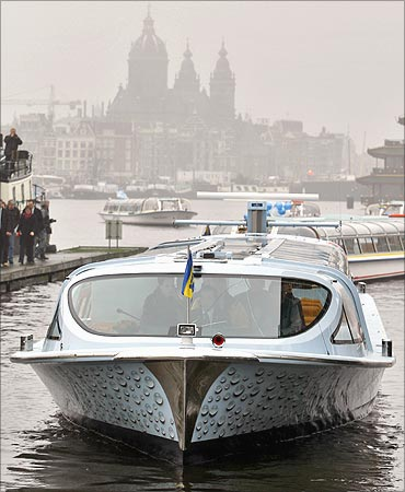 Nemo, the world's first canal boat powered by hydrogen fuel cell, arrives in Amsterdam.