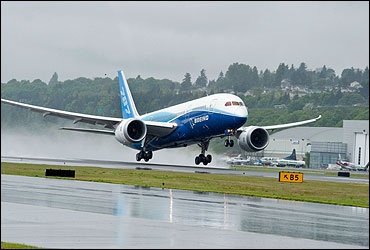 Boeing 787 Dreamliner ready for touchdown.