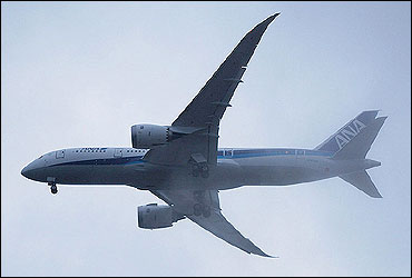 Angled planform view of the second 787 Dreamliner during flight testing.
