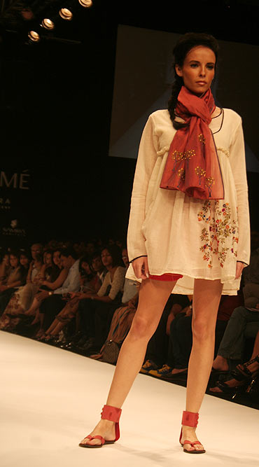 BIG brands in fray to bond with Khadi