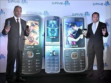 (L to R) Arshit Pathak, MD, Kingtech Electronics, Vicent Huang, Dy Head - Sales, GFIVE International
