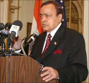 Murli Deora was said to be close to late Dhirubhai Ambani.