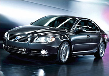 Volvo S80.