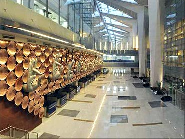 Delhi airport to become global air traffic hub