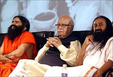 (L to R): Baba Ramdev, L K Advani, Sri Sri Ravishanker.