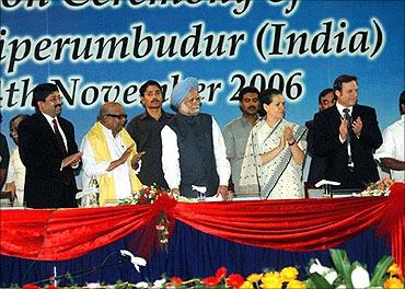 Maran with Karunanidhi, Manmohan Singh, Sonia Gandhi.