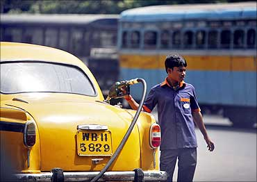 PSUs may hike petrol price on June 16
