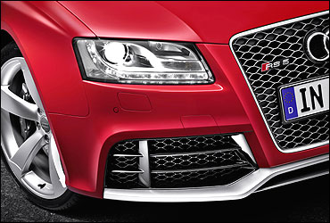 Front headlight of Audi RS 5.