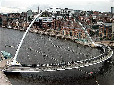 Gateshead Millenium Bridge.