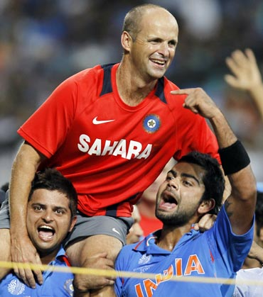 Gary Kirsten being carried by the players on their shoulders.