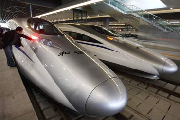 China's bullet trains come to a halt: Power failure